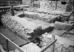 The stone forehead of the oldest earth and wood wall uncovered by excavation in the southwestern part of the 3rd courtyard. © ARÚ Praha, inv. No. FT000013409.