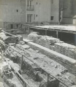 Graves at the basilica of st. Vitus. Research area of ​​the ramp before its roofing in 1926. © Archiv hl. m. Prahy, Collection of photographs, sign. V_93 / 9.